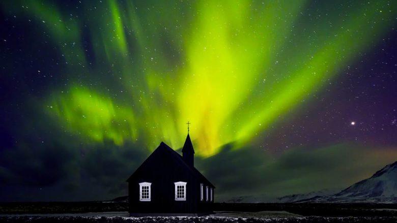 nordlichter über budir schwarze kirche island