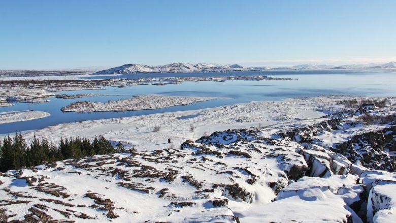 winter thingvellir thingvallavatn island grabenbruch